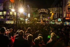 CHRISTMAS LIGHTS TURNED ON KA-5