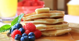pancakes_berries_breakfast_maplesyrup