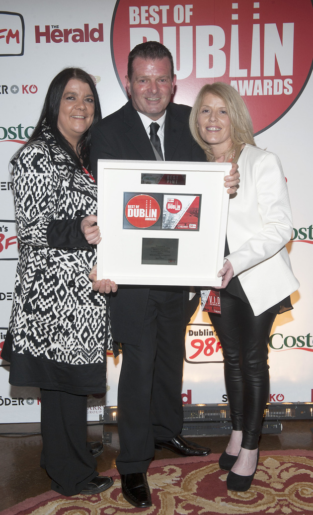 Billy McGuinness presents Monica and Pauline Keenan of The Confession Box, Marlborough Street with an award for 'Best Pint' at 98FM'S Best of Dublin Awards 2015 at Kilmainham Hospital. Pic Patrick O'Leary NO REPRO FEE