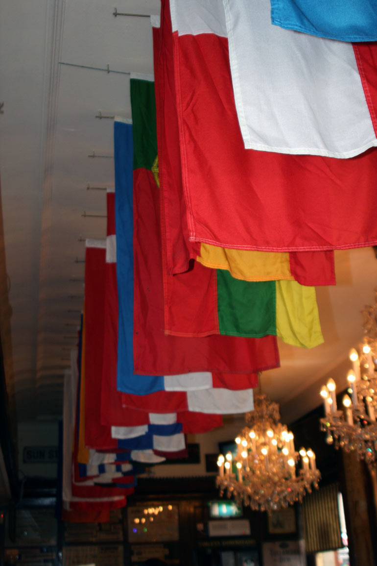 Bruxelles-Bar-Flags