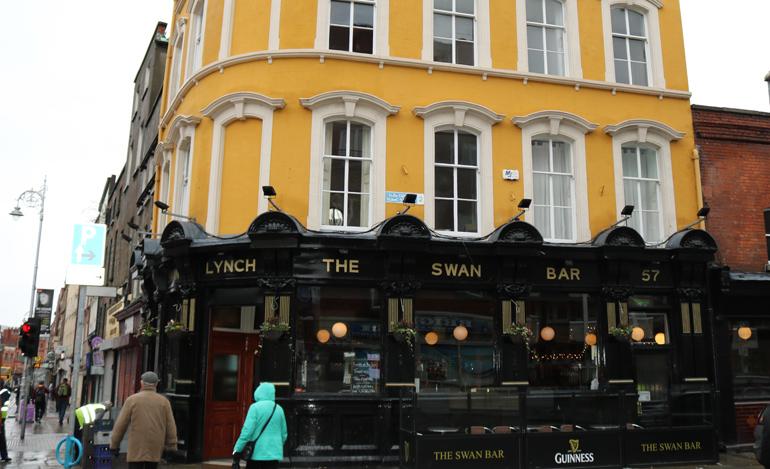The-Swan-Bar