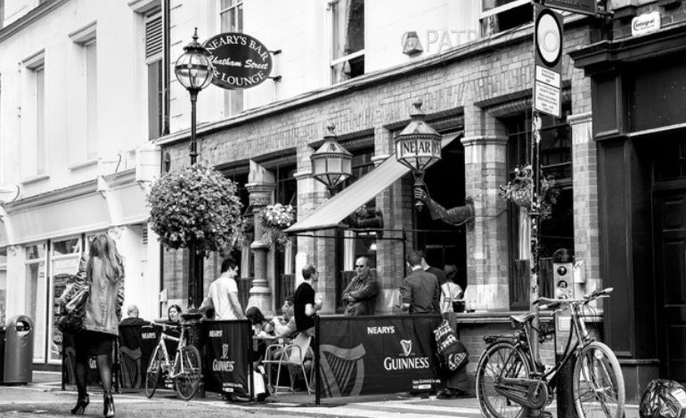 Neary's – a Dublin Pub with a showbiz connection