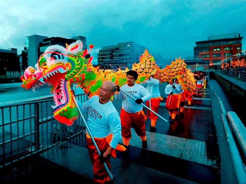 Danza de dragones chinos en Dublin